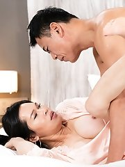 Asian Ladyboy Mimi Debut Bareback Creampie Sex